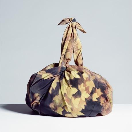 美しい日本の四季をまとう|使う人の生活やアイデアで、自由自在に物を包む|風呂敷(フロシキ)・東山魁夷コレクション|行く秋
