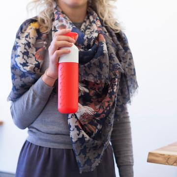 毎日持ち歩きたい「ウォーターボトル」|毎日の水分補給をサポートする「水」専用ボトル|Dopper Original|SIMPLY RED(在庫限り)