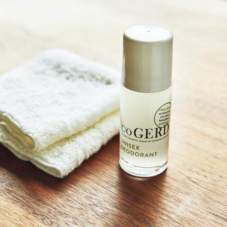 そろそろ始める「汗のニオイ・加齢臭対策」|汗のニオイ・加齢臭をつくらない|天然由来成分で、細菌の繁殖を抑えるデオドラント(男女兼用)