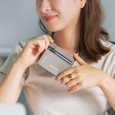 """必要十分の""""美しい薄さ"""" 《コンパクト二つ折り財布》カードを見える化、支払いも収納もスマートな革財布 ALBERTE"""