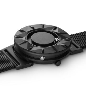 触る時計『EONE』|《ELEMENT》「触る」価値を極限まで追求した原点回帰モデル、触って時間を知る時計| EONE|