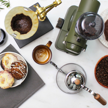 THE TASTEMAKERS & CO.|COFFEE GRINDER (MILITARY GREEN)|