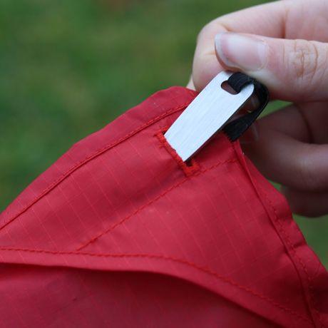 手のひらサイズになる大容量バッグ|《2〜4人用/レッド》いろんな場面で大活躍する、手のひらサイズにたためる撥水仕様のレジャーシート|Matador POCKET BLANKET|