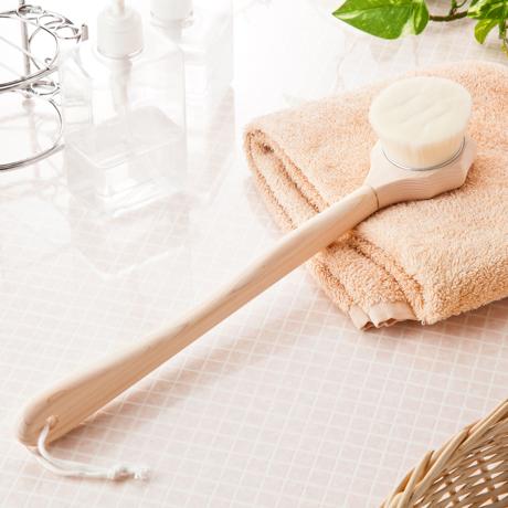 毛穴汚れを優しく落とす「ブラシ」|《ボディ用》48万本の極細毛が、身体の毛穴の汚れを優しく落としてくれるボディブラシ | ALTY