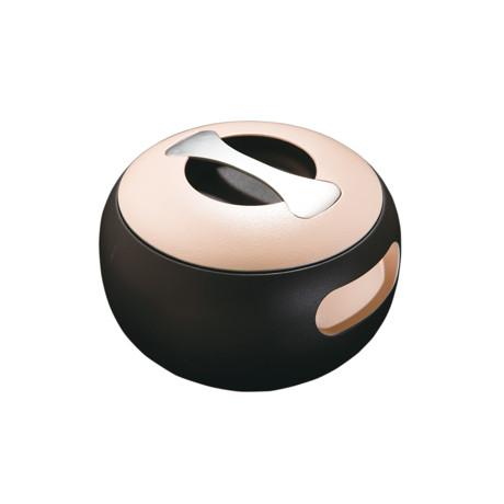 食卓の笑顔をつくる「無水鍋」|OVAL(スーパー楕円タイプ)これひとつで7役。桁違いの熱伝導率と遠赤外線放射で、旨味を逃さない。今日から料理上手になれるカーボン(炭)無水鍋 | ANAORI CARBON POT / OVAL|クリーム