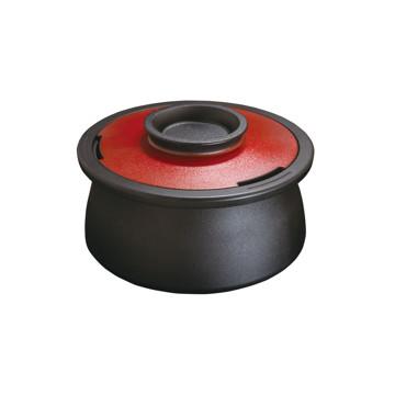 食卓の笑顔をつくる「無水鍋」|VOL(底フラットタイプ)これひとつで7役。桁違いの熱伝導率と遠赤外線放射で、旨味を逃さない。今日から料理上手になれるカーボン(炭)無水鍋 | ANAORI CARBON POT / VOL|レッド