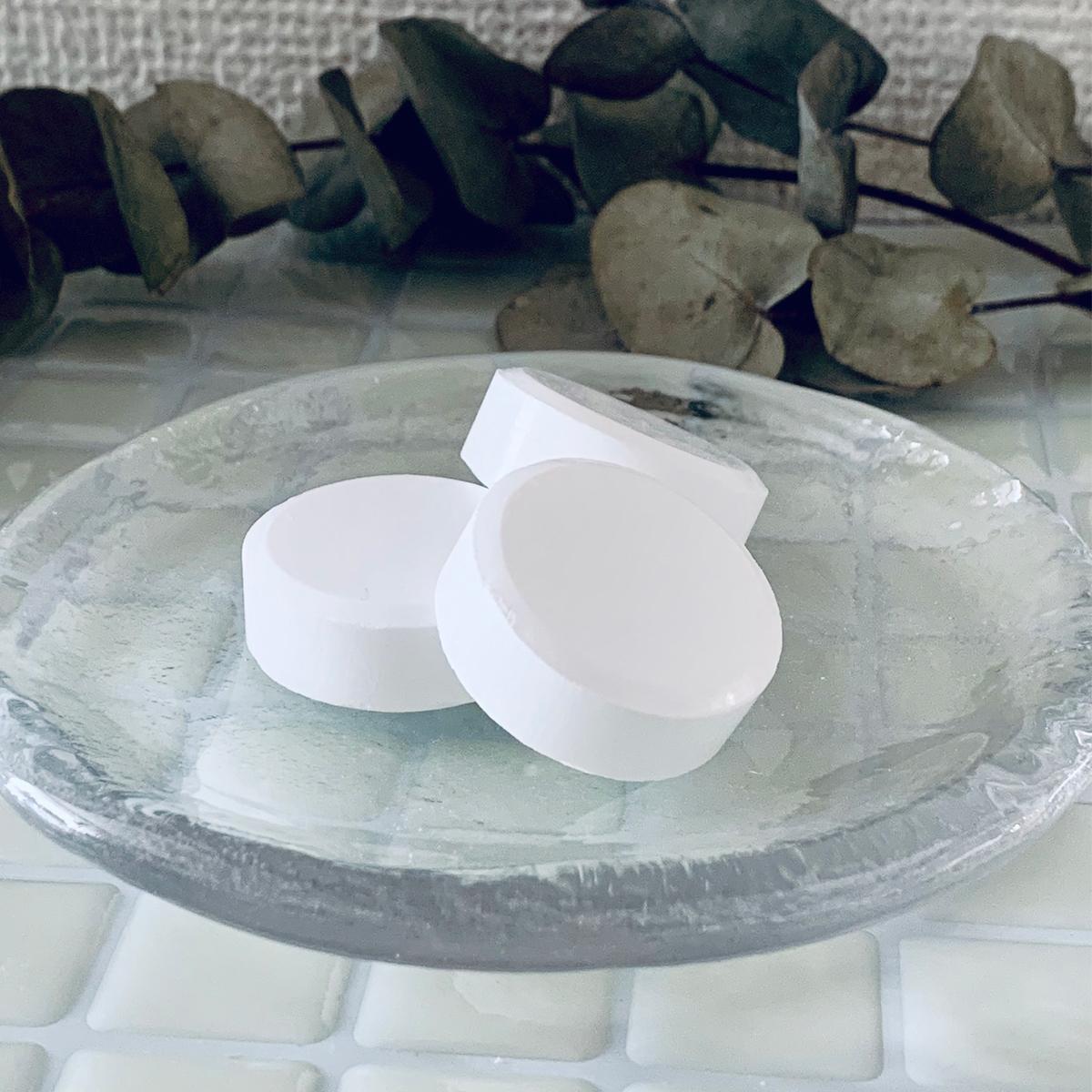 """""""究極の炭酸湯""""で、おうちで「温泉旅」気分 《10錠入り》日本初!独自のマイクロカプセル造粒技術が生んだ、""""重炭酸湯""""のタブレット入浴剤 薬用Hot Tab"""
