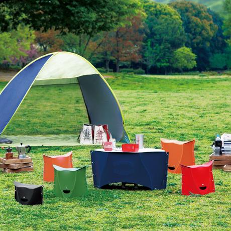 薄さ3センチの「どこでもイス」|大きめサイズ | 使う場所を選ばない、どこにでも持ち歩けるテーブル|PATATTO TABLE