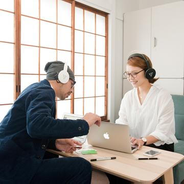 音楽家が創った「ワイヤレスヘッドフォン」|耳が痛くならず、最高音質。自分の世界に没頭しながら周囲の音も聞けるヘッドフォン| VIE SHAIR