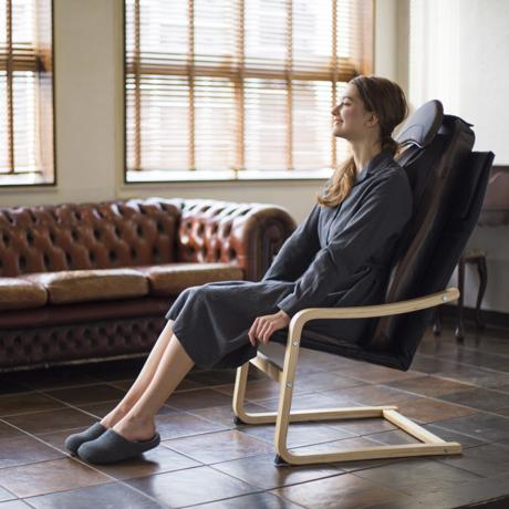 いつでも自宅で「手揉み」マッサージ|自宅やオフィス空間が、特設マッサージスペースに。「3DマッサージシートPremium」専用チェア|DOCTOR AIR|
