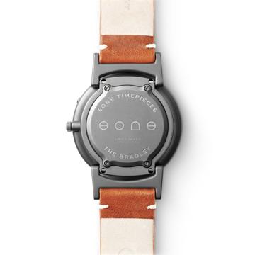 触る時計『EONE』|【入荷時期未定】《BRADLEY×KBT》視覚障がい児童の未来のために、文字教育を支援する「KBT」とコラボした触る時計|EONE