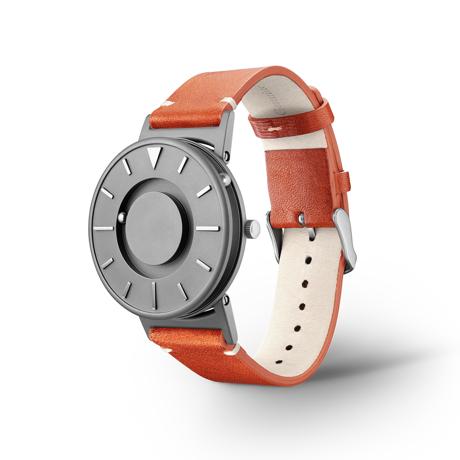 触る時計『EONE』|《BRADLEY×KBT》視覚障がい児童の未来のために、文字教育を支援する「KBT」とコラボした触る時計 | EONE