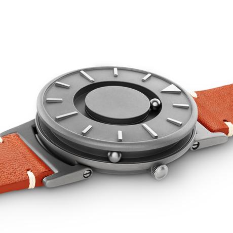 触る時計『EONE』|《BRADLEY×KBT》視覚障がい児童の未来のために、文字教育を支援する「KBT」とコラボした触る時計 | EONE|