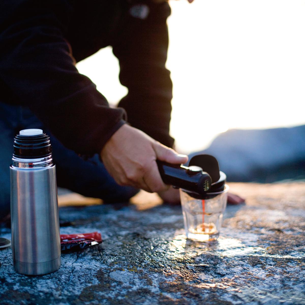 1分で抽出、本格エスプレッソでやる気チャージ!|【在庫限り】1分で抽出、深い味と香りでやる気チャージ!小型&非電化のエスプレッソメーカー|handpresso
