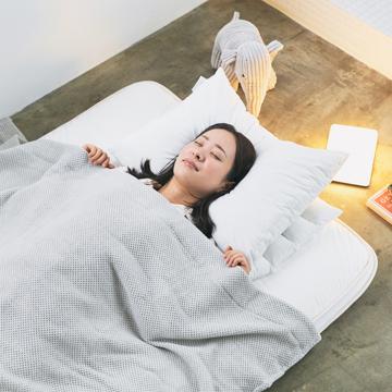"""「朝から元気!」をくれる腰痛対策マットレス 《セミダブル》""""硬柔2層構造""""が、体のカーブを正しくキープしてくれる「折りたたみマットレス」 ドウヤメソッド"""