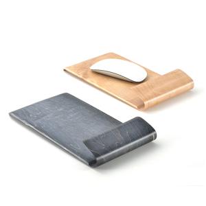 曲げ木のクッションが、PC仕事を楽にする。あなたの腕の下の力持ち「パームレスト付マウスパッド」
