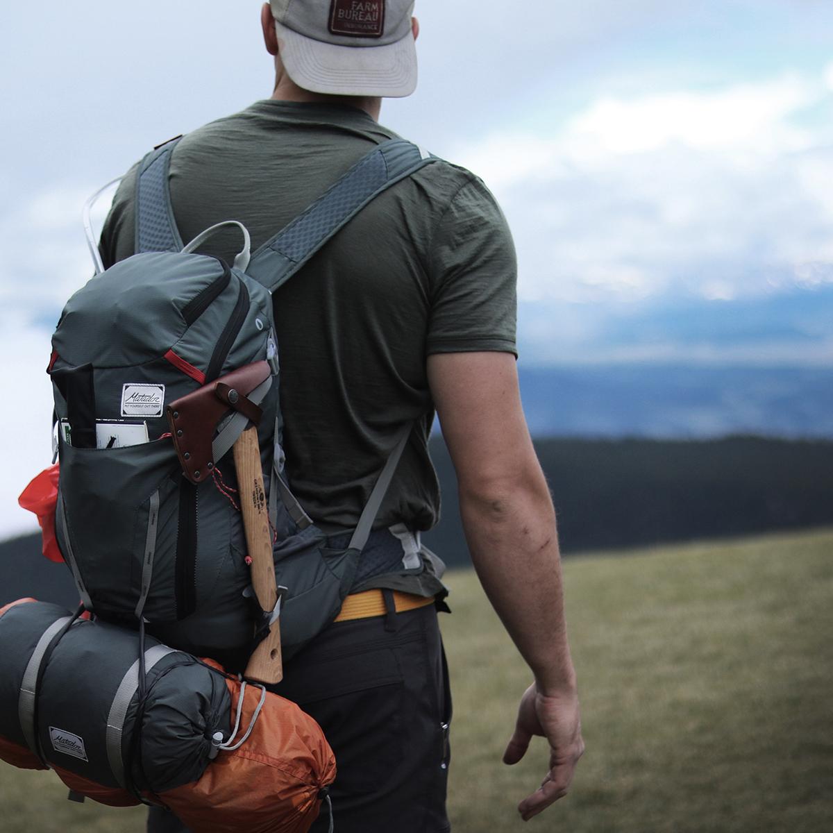 手のひらサイズになる大容量バッグ|本格的な登山やアウトドアにも使える、防水仕様のバックパック(28リットル)|MATADOR BEAST 28 TECHNICAL PACK