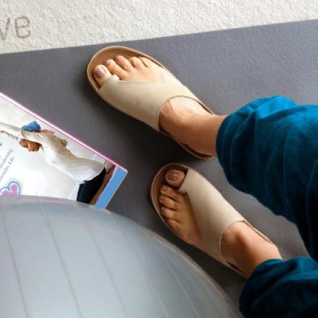 スニーカー感覚で歩き回れる「サンダル」|CAPRIマイクロファイバーインソール(22-22.5cm) 独自開発の立体インソールで、スニーカーみたいに歩き回れる「サンダル」|オクスフォードタン(在庫限り)