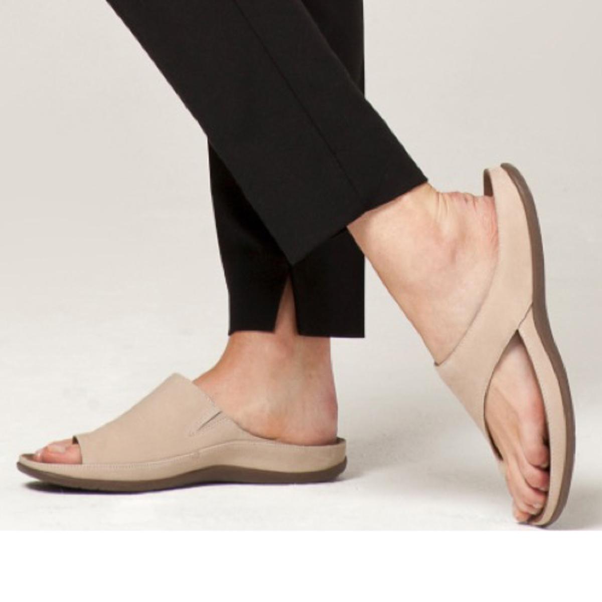 スニーカー感覚で歩き回れる「サンダル」|CAPRIマイクロファイバーインソール (24-24.5cm) 独自開発の立体インソールで、スニーカーみたいに歩き回れる「サンダル」
