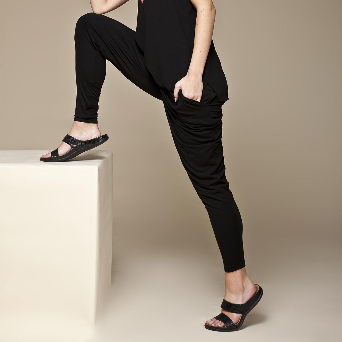 スニーカー感覚で歩き回れる「サンダル」|LOMBOK (24-24.5cm) 独自開発の立体インソールで、スニーカーみたいに歩き回れる「サンダル」