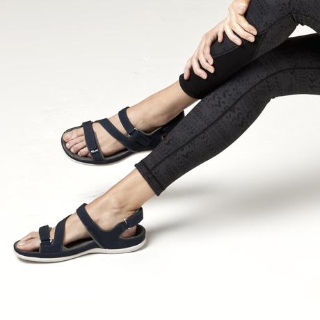 スニーカー感覚で歩き回れる「サンダル」|MONTANA (22-22.5cm) 独自開発の立体インソールで、スニーカーみたいに歩き回れる「サンダル」|ブラック(在庫限り)