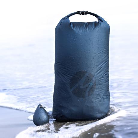 手のひらサイズになる大容量バッグ|XLサイズ | 濡らしたくないもの・濡れたものを入れられる《完全防水》圧縮バッグ | Matador DROPLET XL DRY BAG|