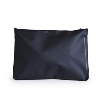 西海岸生まれの「都会派バッグ」|《クラッチバッグ》ウェットスーツの発明者が作った、防水・デザイン両立の「都会派バッグ」| BODY GLOVE|BLACK(完売)