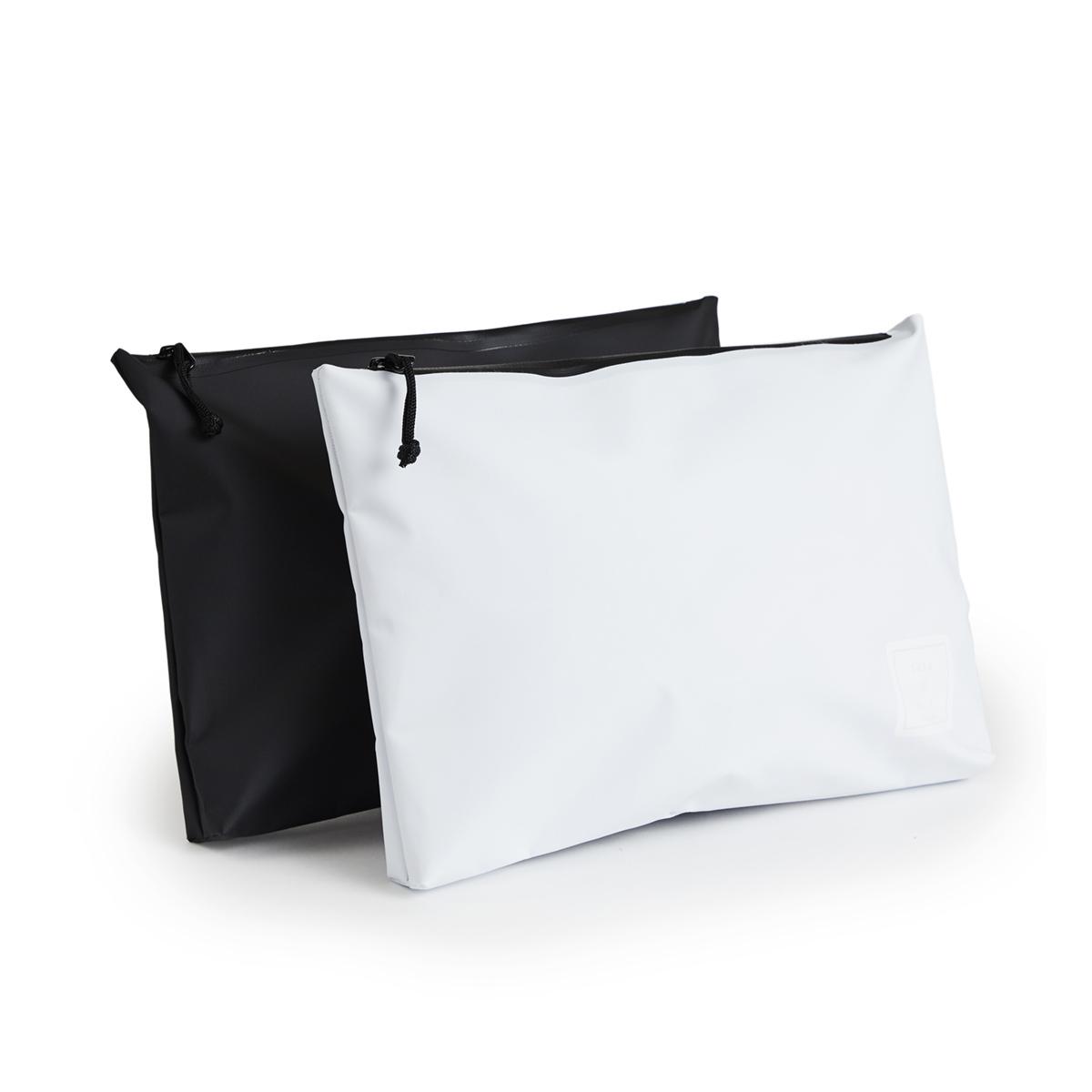 西海岸生まれの「都会派バッグ」|《クラッチバッグ》ウェットスーツの発明者が作った、防水・デザイン両立の「都会派バッグ」| BODY GLOVE