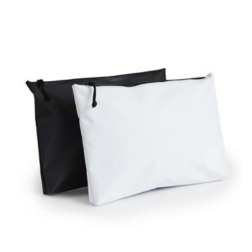 《クラッチバッグ》ウェットスーツの発明者が作った、防水・デザイン両立の「都会派バッグ」| BODY GLOVE