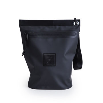西海岸生まれの「都会派バッグ」|《Lサイズ・ポーチ》ウェットスーツの発明者が作った、防水・デザイン両立の「都会派バッグ」| BODY GLOVE|BLACK