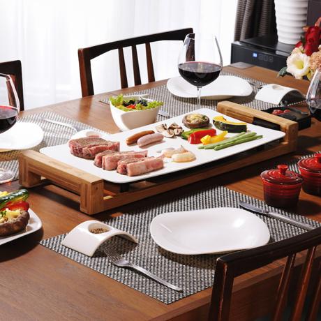 """""""美しい食器""""のようなホットプレート 《3〜4人用》遠赤外線効果で、切っただけの食材がご馳走に。調理過程も""""まるごと""""楽しめるホットプレート   Table Grill Pure White"""