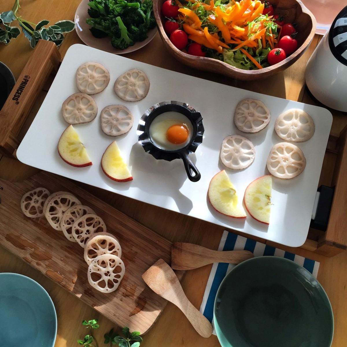 """""""美しい食器""""のようなホットプレート 《3〜4人用》遠赤外線効果で、切っただけの食材がご馳走に。調理過程も""""まるごと""""楽しめるホットプレート   Table Grill"""
