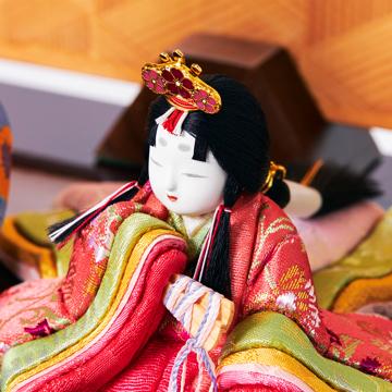 『毎年のしあわせ』が御嬢様と家族に訪れる|《六角形/大》7つの日本伝統工芸をコンパクトにした、木目込の「プレミアム雛人形」※第一期受注分 | 宝想雛|