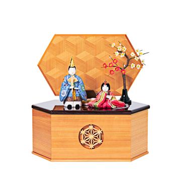 毎年のしあわせを願う「リビング雛人形」|《六角形/中》7つの日本伝統工芸をコンパクトモダンにした、江戸木目込の「プレミアム親王飾り」※第一期受注分|柿沼人形|宝想雛