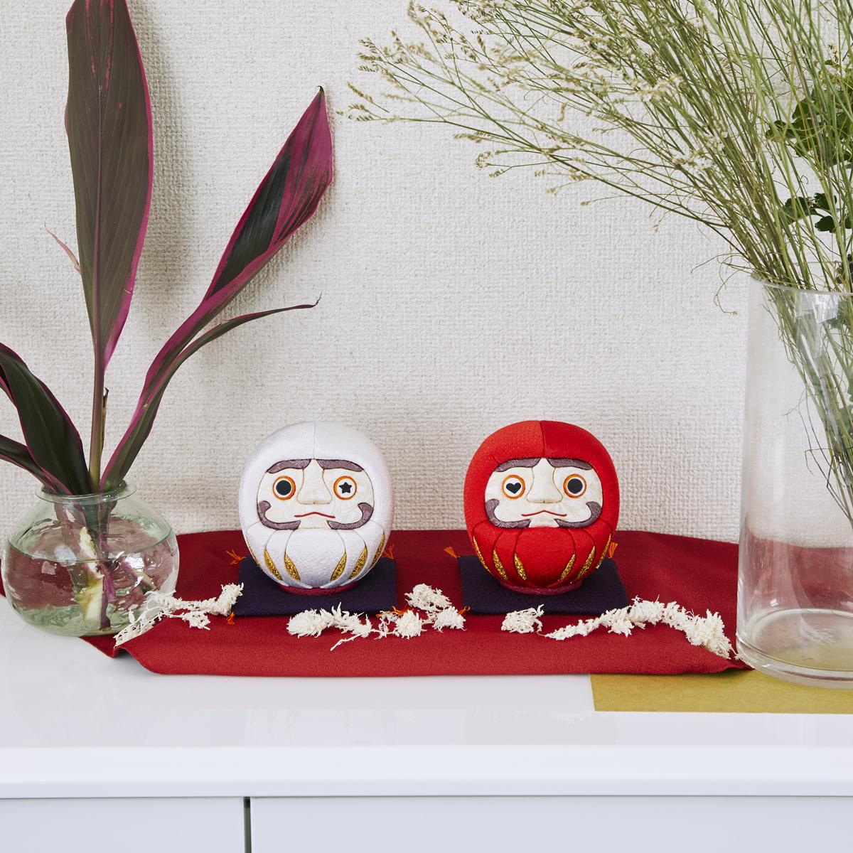 福よこいこい『招福だるま』|《西陣織り・3色》伝統の木目込み技術とモダンデザインが出逢った願掛けだるま