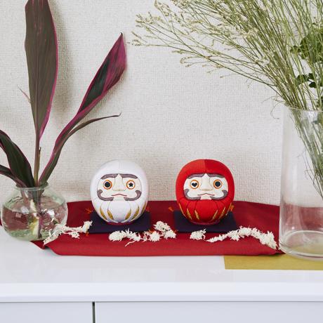 福よこいこい『招福だるま』|《風水・紅白セット》伝統の木目込み技術とモダンデザインが出逢った願掛けだるま