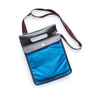 キャリーケースに被せて、片手フリーで移動。外せば、お洒落なバッグに早変わり | COVEROO (カヴァルー)