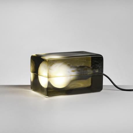 リラックスには『オレンジの灯』 「光」を味方につけて、家を至福のリラックス空間に - ニューヨーク近代美術館に永久展示されている美しいガラスの間接照明   BLOCK LAMP(ブロックランプ)