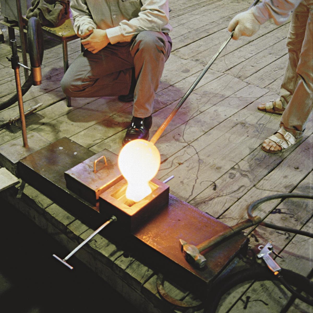 リラックスには『オレンジの灯』|【在庫限り】「光」を味方につけて、家を至福のリラックス空間に - ニューヨーク近代美術館に永久展示されている美しいガラスの間接照明 | BLOCK LAMP(ブロックランプ)