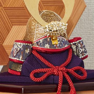 毎年の幸せを願う「五月人形」|《六角形・小》6つの日本伝統工芸をコンパクトにした、木目込の「プレミアム兜飾り」 | 宝輝|