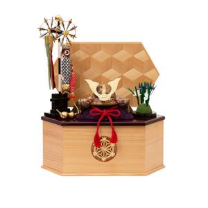 《六角形・大》6つの日本伝統工芸をコンパクトにした、木目込の「プレミアム兜飾り」| 宝輝