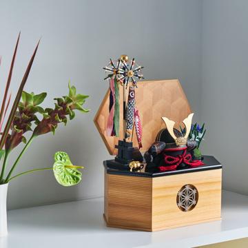 毎年のしあわせを願う「リビング五月人形」|MONOCO限定《六角形/中》7つの日本伝統工芸をコンパクトモダンにした、江戸木目込の「プレミアム兜飾り」※第一期受注分|柿沼人形|宝輝