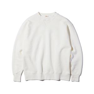 《WHITE/トレーニングシャツ》腕元をすっきりと見せる独自のディテール、スポルディング社の名作から再構築されたスウェット|A.G. Spalding & Bros