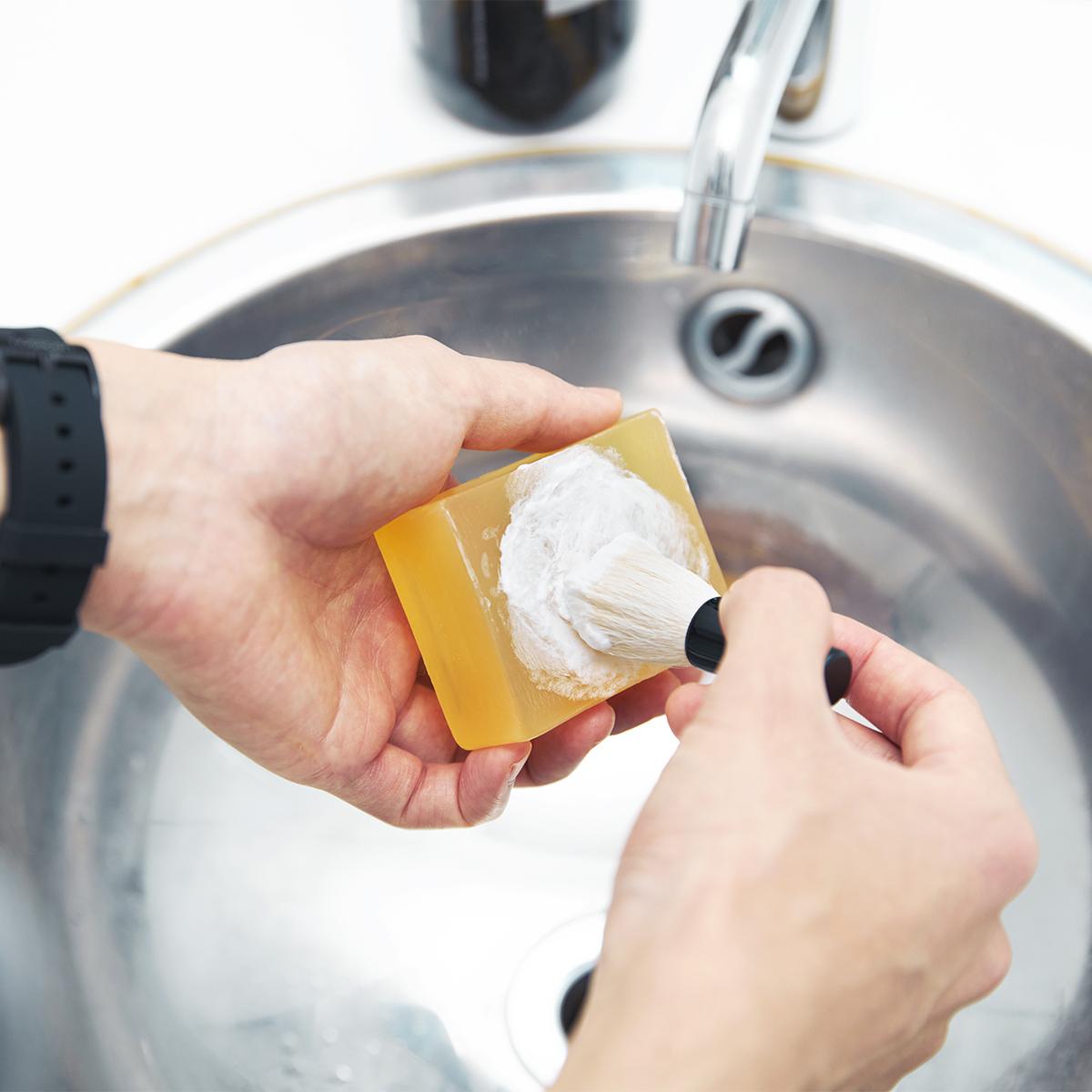 キッチンから始まった「伝説の自然派コスメ」|《毛穴ケアセット》ハーブ研究家が30年かけてつくり上げたソープ&洗顔ブラシ|organic BOTANICS