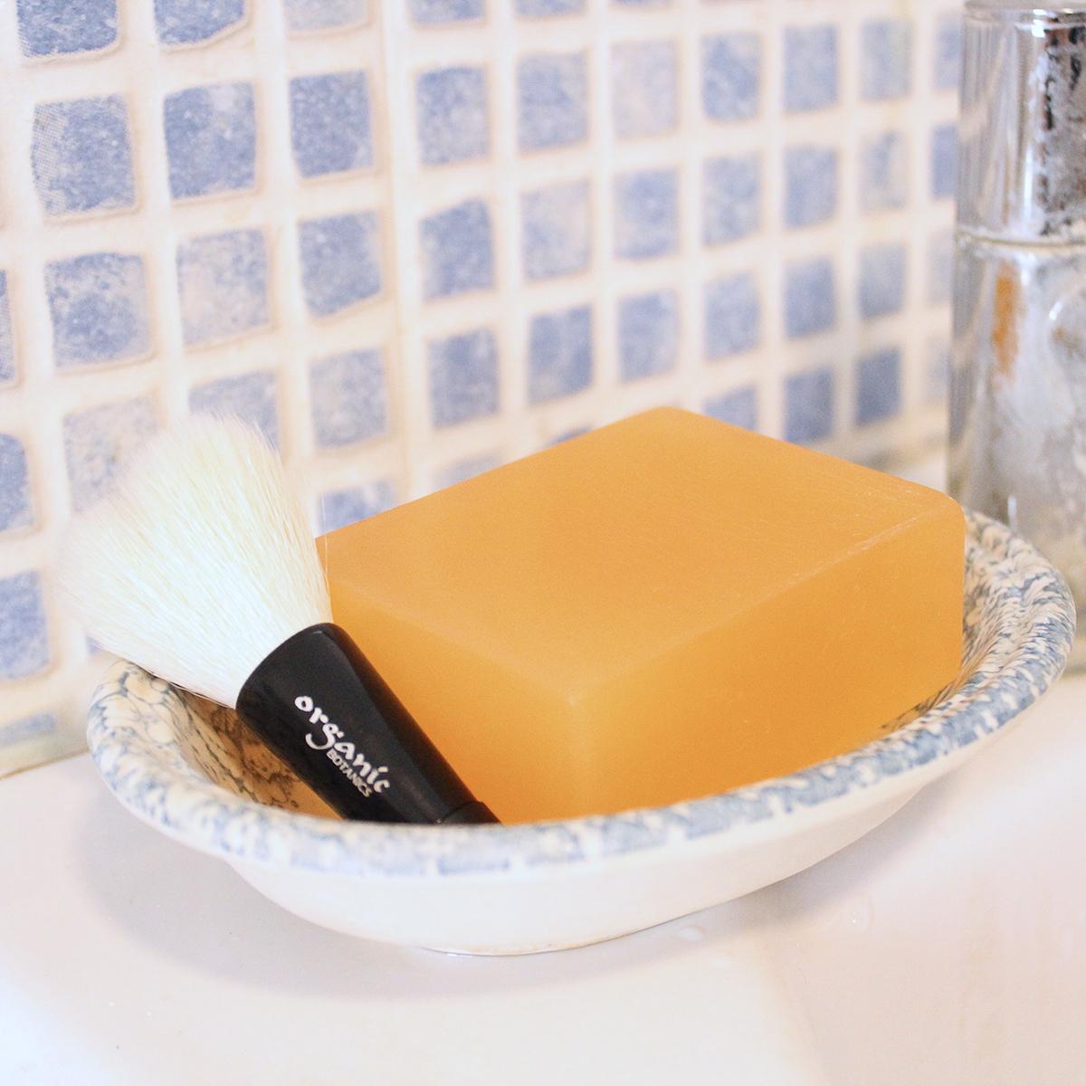 キッチンから始まった「伝説の自然派コスメ」|《洗顔ブラシ》ハーブ研究家が30年かけてつくり上げたソープ専用の洗顔ブラシ|organic BOTANICS
