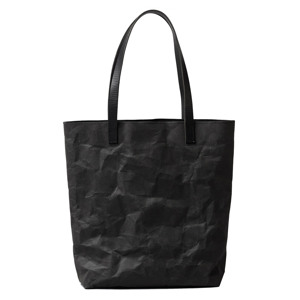 《マットブラック》革のような質感で、使い込むほど魅力が増す!耐水&耐久性のある「紙のバッグ」|PAPIER LANGACKERHÄUSL