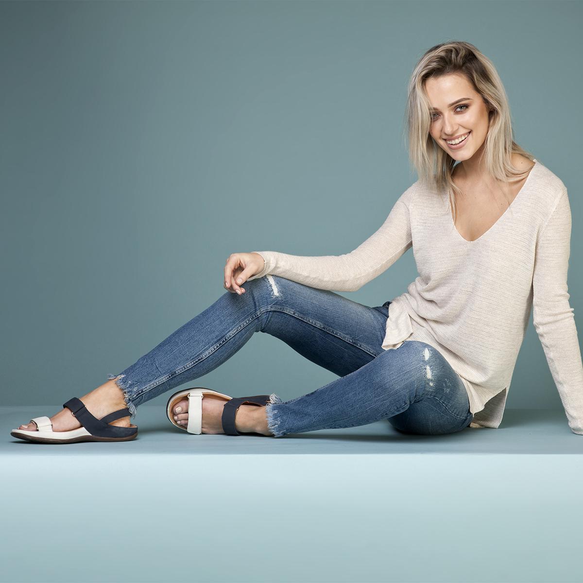 スニーカー感覚で歩き回れる「サンダル」|KONA (23-23.5cm) 独自開発の立体インソールで、スニーカーみたいに歩き回れる「サンダル」|strive
