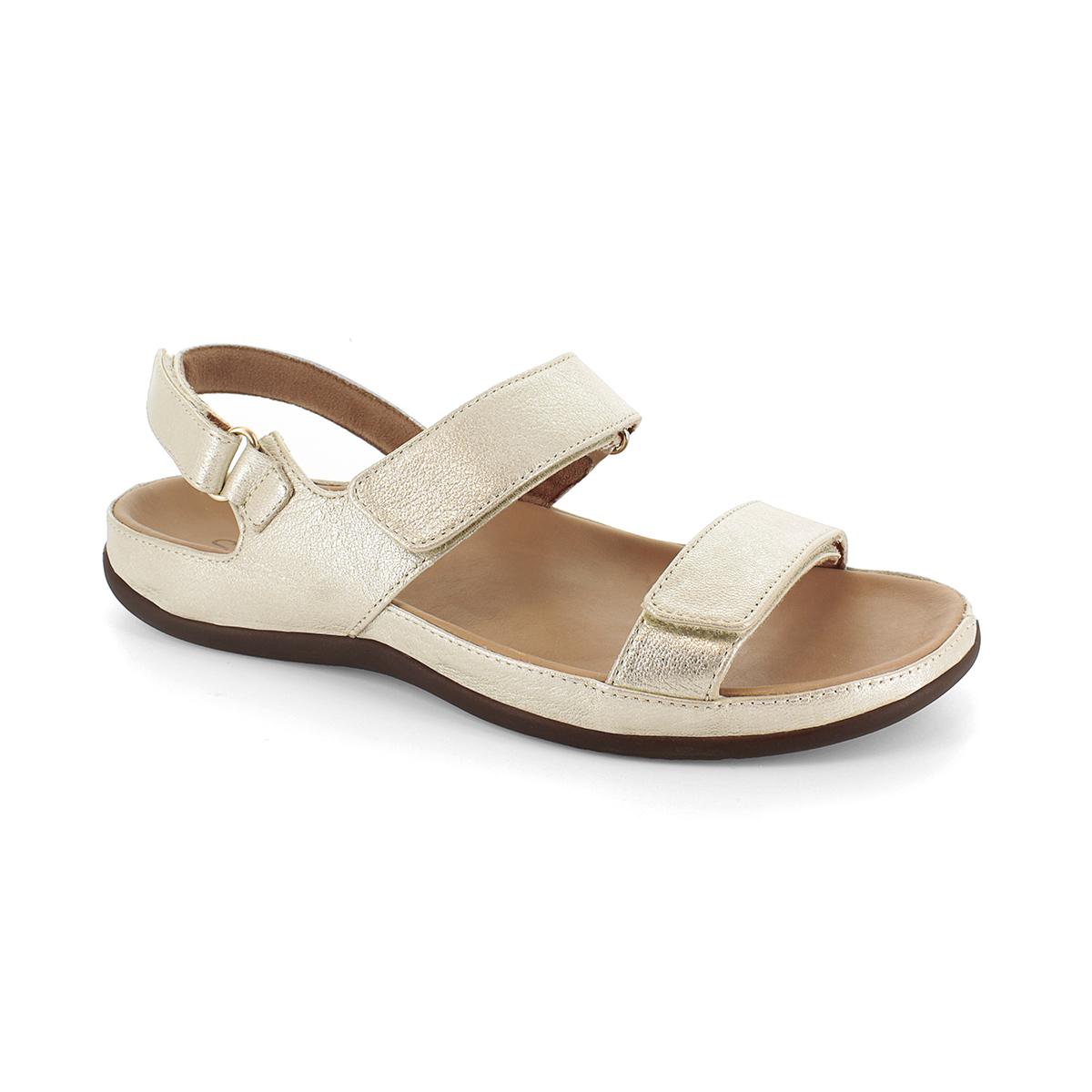 スニーカー感覚で歩き回れる「サンダル」|KONA (25-25.5cm) 独自開発の立体インソールで、スニーカーみたいに歩き回れる「サンダル」|strive