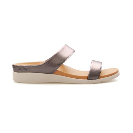 スニーカー感覚で歩き回れる「サンダル」|FARO (24-24.5cm) 独自開発の立体インソールで、スニーカーみたいに歩き回れる「サンダル」|strive|Pewter-Metallic