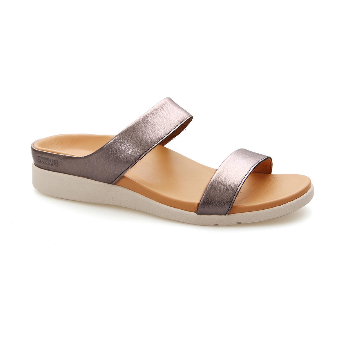 スニーカー感覚で歩き回れる「サンダル」|FARO (25-25.5cm) 独自開発の立体インソールで、スニーカーみたいに歩き回れる「サンダル」|strive